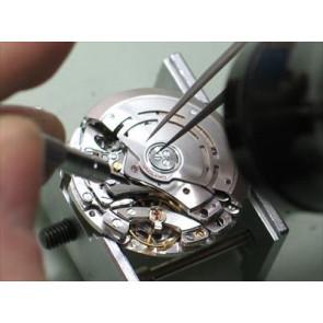 Reemplazar pequeños mecanismos de relojería(antiguamente necesidad de dar cuerda)