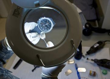 Limpieza de mecanismos de relojerías automáticos o que requiren de dar cuerda